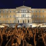 Imagen de manifestantes frente al parlamento griego