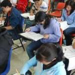 El Secretario de Educación dijo que ya se están trabajando alternativas para que estos cerca de mil estudiantes continúen con sus estudios; una de las alternativas es que sean absorbidos al sistema de los Centros de Estudios Científicos y Tecnológicos del Estado (CECyTE).