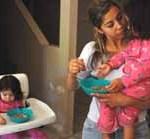 Los asistentes pidieron al legislador que intervenga, como diputado local, para impulsar una iniciativa que atienda y resuelva la demanda de uno de los sectores más vulnerables del Estado, en este caso el de las mujeres embarazadas y la población infantil.