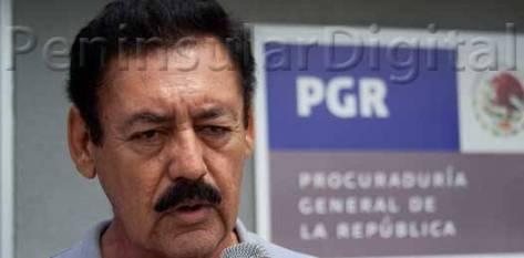 Héctor Martín Ojeda de la Rosa asegura que las amenazas y atentados en su contra  se deben a la publicación de su libro Con Leonel Cota, el narco tocó el PRD.