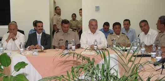 A puerta cerrada y con medios que les son afines, tratan gobernadores el tema de la seguridad regional
