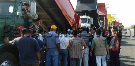 Alianza de Transportistas y Coalición de Transportistas firmaron convenio para trabajar todas las obras en esta administración, el día de ayer.