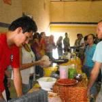 Estudiantes de la Carrera de Turismo Alternativo de la UABCS realizaron una exposición de bienvenida motivacional dirigida a los alumnos de nuevo ingreso, el 18 de agosto de 2011, en el Gimnasio de Usos Múltiples.