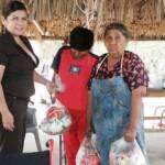 """La señora Gavaráin de Agúndez, atendió las peticiones de la comunidad, quienes recibieron apoyos para fortalecer la economía familiar, luego de ello, la señora Guadalupe González Peralta, les dijo """"qué bueno que viene a visitarnos, nunca pierda la sencillez y el buen trato, aquí siempre será bien recibida""""."""