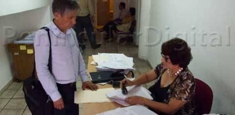Trabajadores por contrato de la Secretaría de Salud del Estado, que ostentan de dos a quince años trabajando para la dependencia, presentaron proceso de demanda e impugnación en contra de la dependencia, ante el Tribunal de Conciliación y Arbitraje.