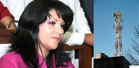 """Páez Martínez, en reunión con vecinos de las colonias, señaló que presentarán una denuncia ante el Ministerio Público (MP) por """"alteración de documentos"""", pues las ocho personas que firmaron el supuesto censo de acuerdo para la construcción de la antena fueron engañadas."""