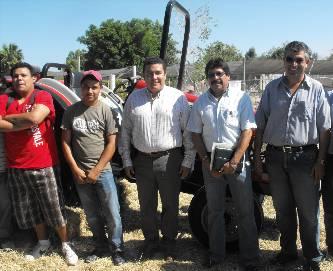 Entrega el rector un tractor especializado para el campo agrícola de la UABCS