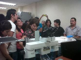 Visitan estudiantes universitarios  los Servicios Periciales de la PGJE
