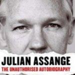 Assange había dicho en diciembre que no quiso escribir el libro y que se había visto obligado a firmar el acuerdo para poder pagar sus deudas legales y mantener WikiLeaks a flote.