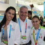 El Gobernador Marcos Covarrubias Villaseñor y su esposa María Helena Hernández de Covarrubias felicitaron a nombre de los sudcalifornianos a la campeona panamericana Paola Espinoza, luego de lograr el oro en la justa deportiva de Guadalajara 2012 en la plataforma de 10 metros individual.