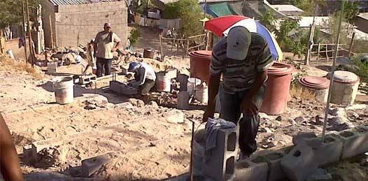 Les dieron escalinata, pero no agua a los colonos de la  Ampliación Navarro Rubio
