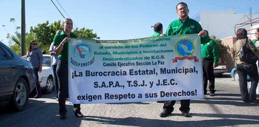 Piden burócratas a Marcos Covarrubias los defienda del desabasto de medicamentos en el ISSSTE