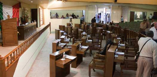 "Ante un público universitario, mostraron diputados ""cómo se legisla"". Posponen sesión para hoy"