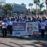 Coordinadas por Silvia Zulema Cota Gabilondo, titular del Instituto Sudcaliforniano de la Mujer, contingentes de diversas dependencias gubernamentales y de educación, así como miembros de la sociedad civil la marcha se llevó a cabo por fin una soleada mañana de martes.
