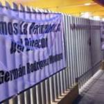 Más de 70 maestros inconformes quienes han colocado carteles a las puertas de la institución se inconformaron en las puertas del Gobierno del Estado solicitando la restitución de Germán Rodríguez Montoya quien fungiera como director de la institución de educación secundaria los últimos años.