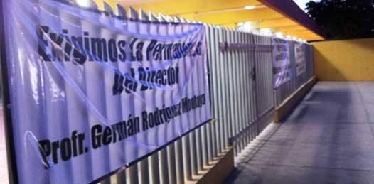 Piden maestros inconformes la restitución del director de la Secundaria Morelos