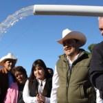 El Gobernador Marcos Covarrubias Villaseñor y el Presidente Municipal Venustiano Pérez Sánchez inauguraron el acueducto Palo Bola a la colonia 4 de Marzo en donde se invirtieron 1.7 millones de pesos, además de la donación por parte del Gobierno de los derechos de extracción del pozo de agua.