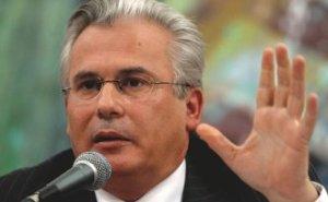 Garzón fue procesado y suspendido de la Audiencia Nacional en el 2010 por haber violado presuntamente su jurisdicción al pretender investigar los fusilamientos o desapariciones de civiles en el campo nacional durante y después de la guerra civil de 1936 a 1939.