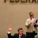 """""""Y el IFE pide un aumento de 150 mil para cada consejero a fin de compensar la sobrecarga de trabajo ante la ausencia de los tres consejeros (que no ha designado la Cámara de Diputados). No cabe duda que nuestra democracia cuesta demasiado"""", señala la publicación católica."""