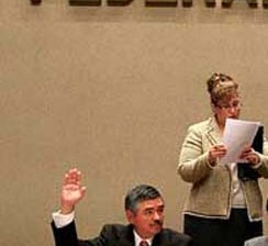Que ya no le aumenten el salario a los consejeros del IFE pide la Iglesia católica