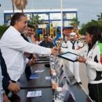 Por su desempeño deportivo y en el marco de los festejos de la Revolución Mexicana, los atletas sudcalifornianos Alicia Guluarte López quien ha destacado en diversas competencias tanto nacionales e internacionales de canotaje y Paulino Molina Torres entrenador de deportes acuáticos, fueron galardonados la mañana de ayer 20 de noviembre, con el Premio Estatal del Deporte 2011.