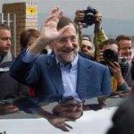 La victoria del PP estaba anunciada por todas las encuestas, después de que el PSOE de José Luis Rodríguez Zapatero sufriera un enorme desgaste por la crisis económica, el alto desempleo de más del 21 por ciento de la población activa y los ajustes aplicados en el último año, como la reducción de sueldos de los funcionarios y la congelación de las pensiones de jubilación.