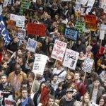 Las protestas estudiantiles se iniciaron tras el anuncio el año pasado por parte del Gobierno de coalición entre conservadores y liberaldemócratas de elevar a partir de 2012 el precio de las tasas de ingreso a la universidad desde las 3 mil 290 libras actuales (3 mil 816 euros) a las 9 mil libras (unos 10 mil 440 euros) al año.
