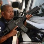 El presidente Santos reiteró que está abierto a un diálogo con la guerrilla de las FARC, a la que llamó a dejar las armas en un discurso, un día después de que el ejército abatiera a su máximo líder.