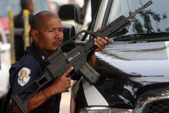 Anuncian las FARC  que no depondrán las armas