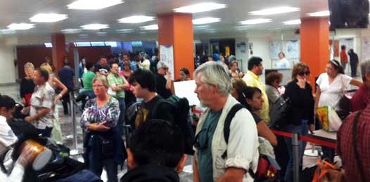 Abarrotado el Aeropuerto paceño