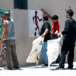 Eduardo Leyva Zénok, artista de la calle, realizó hace poco Sombras de color, con el Instituto Sudcaliforniano de la Juventud (ISJ), un programa en donde busca espacios públicos para darles el movimiento que sólo el arte contiene. Sitios como mercados, hospitales, terrenos baldíos, escuelas, deportivos y demás.