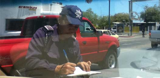 Prohiben a los agentes de tránsito pedir cooperación en su día