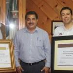 El profesor Espinoza mandó felicitar a ambos planteles, que recibieron diplomas en un evento en que la Subsecretaría de Educación Superior de la SEP entregó tanto a Oscar Báez Sentíes director del Tecnológico paceño como a Raúl Enrique Guerrero Pedrín del Instituto Tecnológico Superior de Los Cabos.