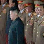 """""""Respetado camarada"""" o """"nacido del cielo"""" son algunos de los calificativos que otorgan a Kim Jong Un los medios oficiales norcoreanos, entre ellos la televisión estatal KCTV, que ayer emitió nuevas imágenes del joven durante su visita al velatorio de su padre."""