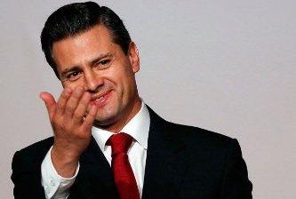 Lamenta Carlos Fuentes la ignorancia de Peña Nieto