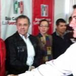 """""""Hacemos un exhorto a que las autoridades correspondientes vigilen los proceso internos de los partidos políticos porque estamos viendo la participación de funcionarios públicos en los actos de campaña de los precandidatos de Acción Nacional"""", señaló Ricardo Barroso."""