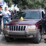 Al extender la cacería hacia el sur de la ciudad, a eso de las 11 con 30 minutos, en la avenida Las Garzas, el vehículo en cuestión fue avistado en el punto de control establecido cerca de conocida tienda de autoservicio, donde a pesar de la resistencia al arresto, fue sometido.