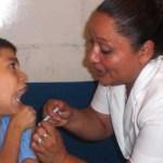La campaña de vacunación anti-influenza arrancó el pasado mes de octubre pero dada la baja respuesta de la ciudadanía para solicitar la vacuna en las unidades de salud, actualmente se tiene una cobertura por debajo del 21% en niños menores de 5 años, en personas con factores de riesgo es del 52% y adultos mayores es de 55%.