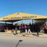 """Unas 170 personas, acampan en la Secundaria 34 """"Jesús Refugio Rodríguez González""""."""