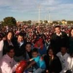 Continúan con gran éxito la gira de festivales de Día de Reyes que la Presidenta del SEDIF, María Helena Hernández de Covarrubias está realizando en diversas colonias de La Paz, en esta ocasión fue en la colonia Santa Fe, con rifa de regalos y un entretenido Show de payasos se busca acercar la diversión y la sana convivencia familiar.
