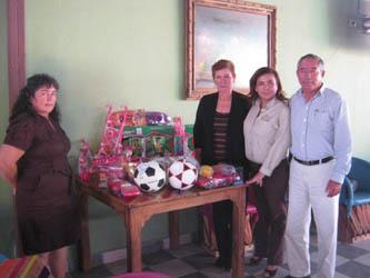 Entrega Fundación Letty Coppel juguetes en la Ribera