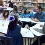 Abierto a niños que sepan leer y escribir, el curso se imparte actualmente de forma sabatina en la sala infantil de la biblioteca del teatro de la ciudad.