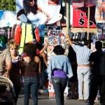"""Alrededor de 200 puestos fijos y semifijos, con venta de productos como """"ropa, calzado, grabado de placas, hot-dogs, alimentos"""", se distribuirán a lo largo de 776 metros sobre el malecón durante los días de Carnaval."""