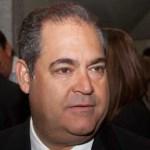 González Schcolnik entró a la Cámara de Diputados en sustitución de Manuel Clouthier, diputado adherente panista que se separó de su cargo para buscar una candidatura independiente para la presidencia de la república.