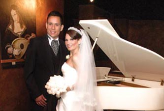 Hasta el altar caminaron Rodrigo y Angélica