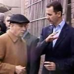 El presidente sirio, Bashar al Assad, visitó hoy el barrio de Baba Amr, en la ciudad de Homs, que fue escenario de bombardeos y de combates entre los rebeldes y las fuerzas del régimen hasta inicios de marzo, según la televisión estatal siria.
