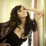 Para mantenerse como es, la cantante estrenará próximamente un documental, Katy Perry: A Part of Me in 3D, el cual ella cree que ayudará a la gente a ver por todo lo que ella pasó para alcanzar la fama.