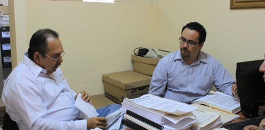 Acude Cota Katzenstein ante el ministerio público por demanda contra De la Rosa