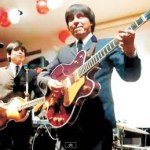 Paco Montero, director de Help, dijo que la primera vez que tocaron el Liverpool fue en el año 2000. Regresaron en 2001 y fueron elegidos, de entre 75 grupos, para participar en un disco tributo a Los Beatles con un tema original al estilo del grupo británico. La canción se titula Love is so easy.