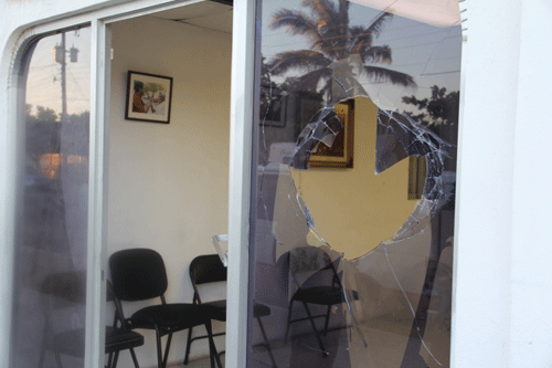 Vandalizan oficina de Barroso